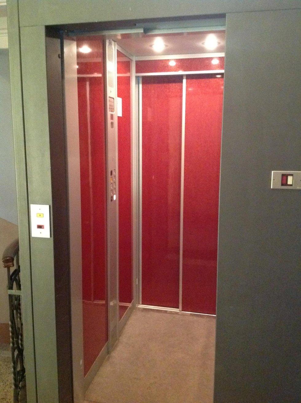 cabina interna di ascensore