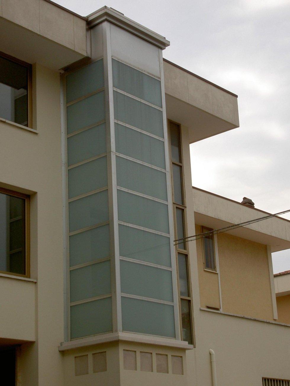 ascensore panoramico per condominio-vista laterale