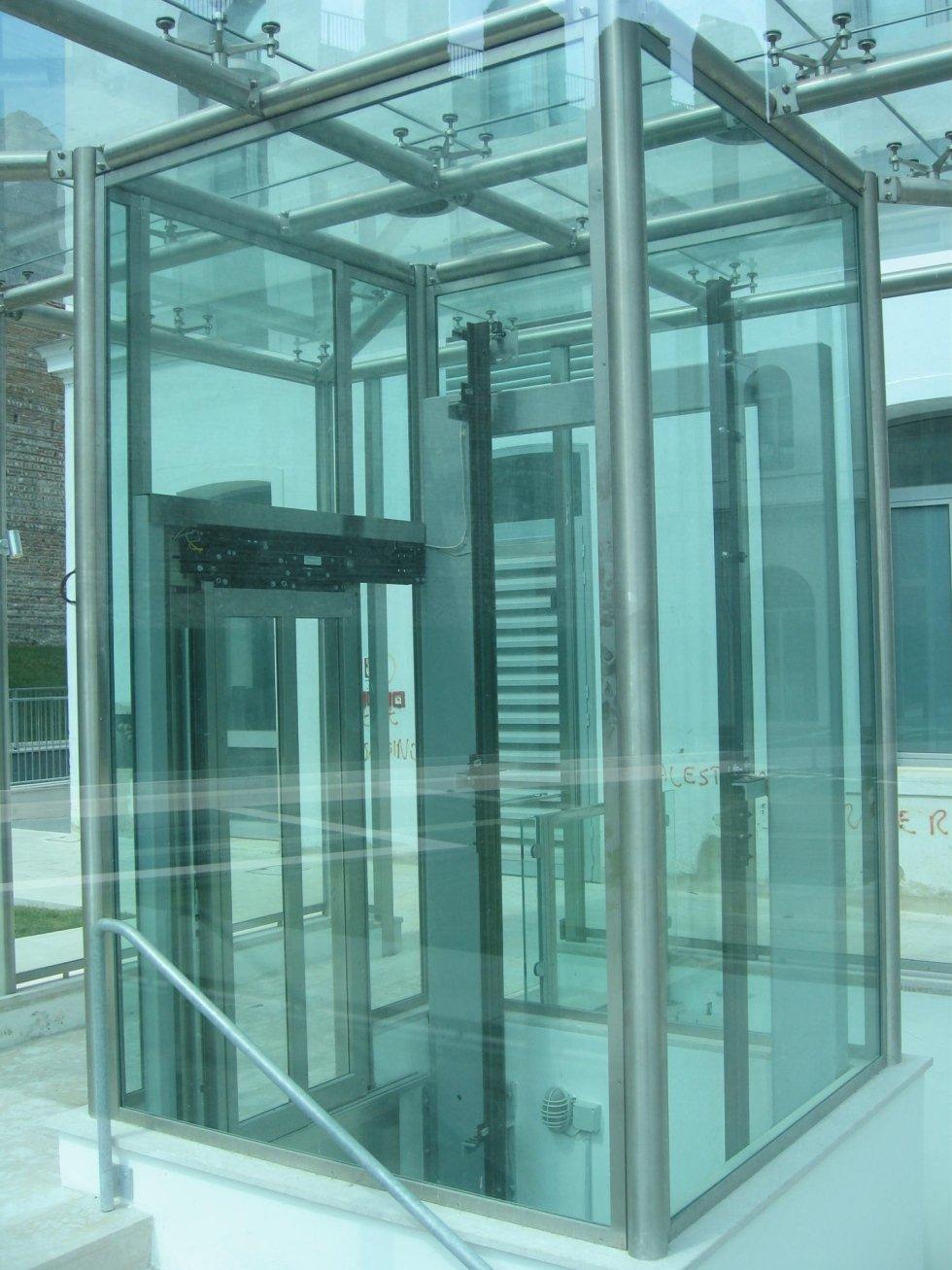 ascensore per palazzo pubblico