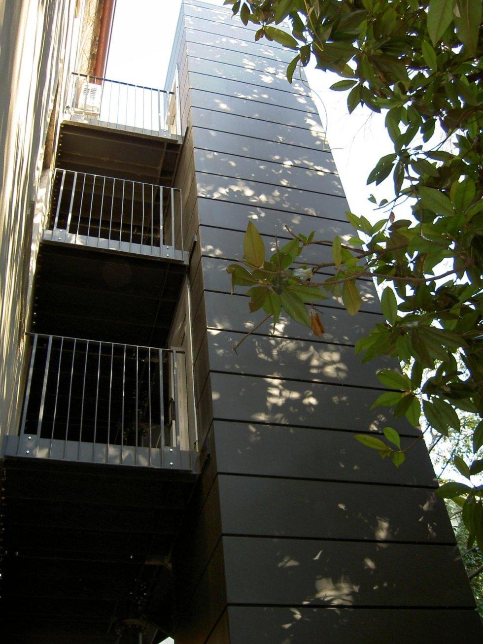 ascensore esterno, tamponamento in lamiera
