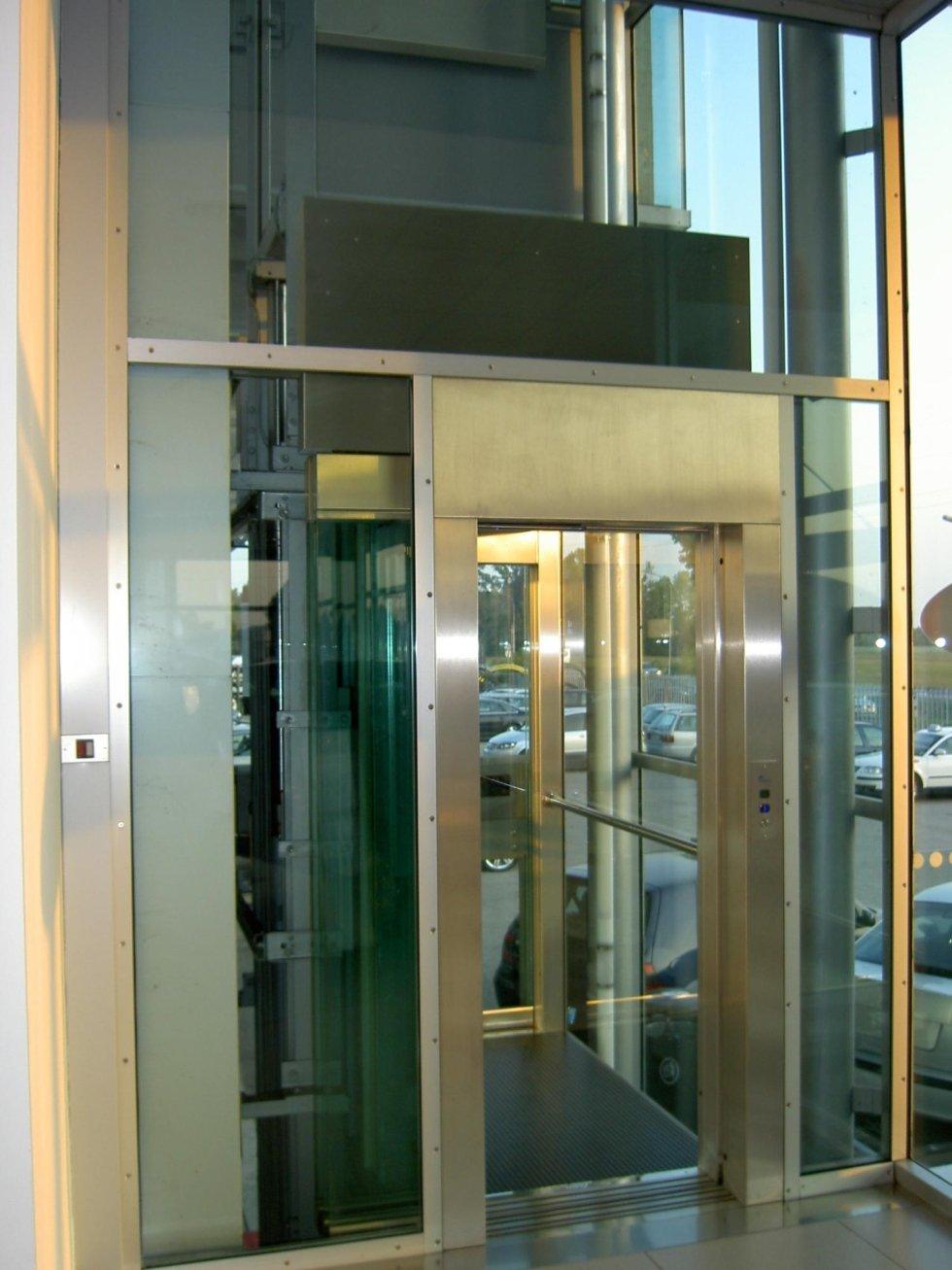 ascensori panoramici esterni, vista laterale