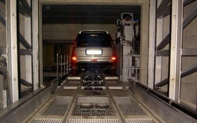 elevatore per parcheggio con una macchina