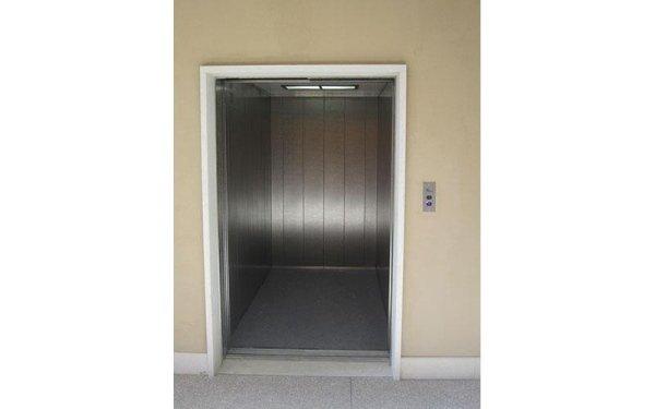 pronto soccorso ascensore aperta
