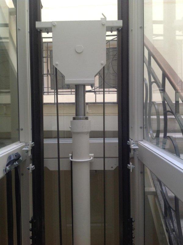 piattaforma elevatrice idraulica-vista frontale