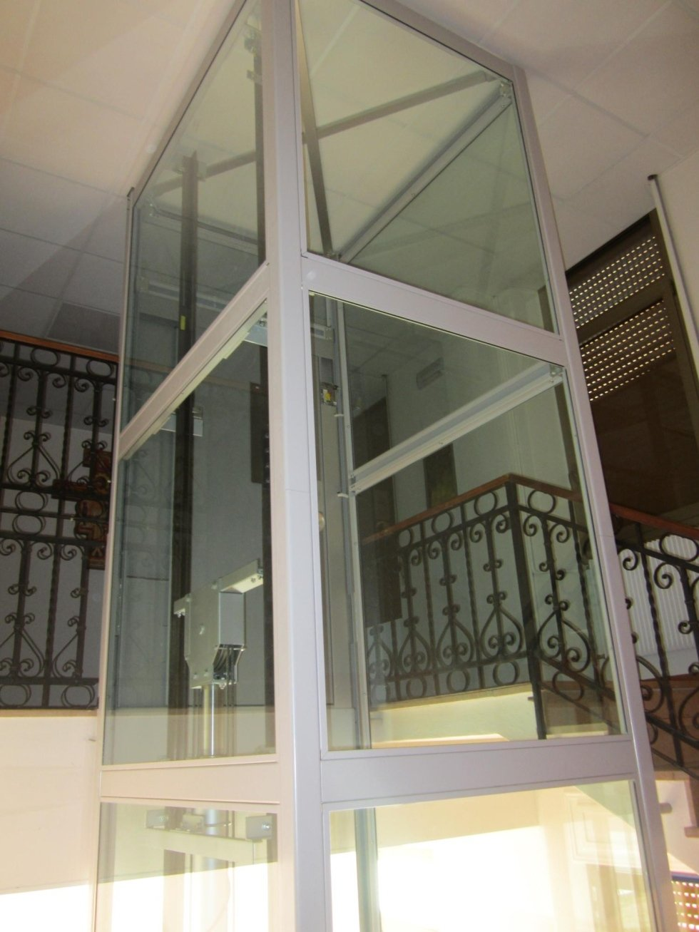 piattaforma elevatrice oleodinamica incastellatura e vetro