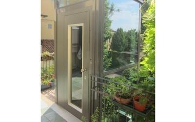 piattaforma elevatrice per esterno con giardino