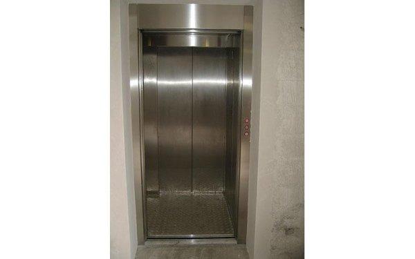 ascensore in inox-vista frontale