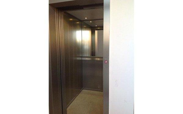 ascensore con specchio in inox