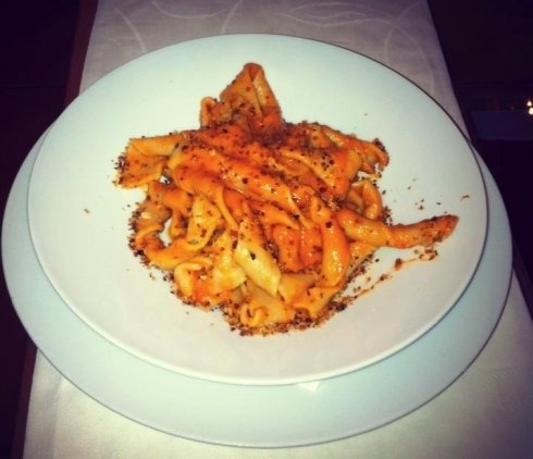 Sagne Ncannulate con ricotta forte e pane fritto