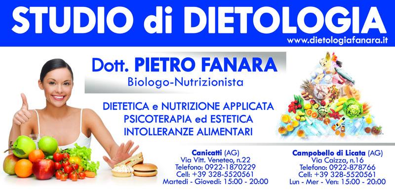 banner pubblicitario studio dietologa ragazza guarda in camera con pollice alzato e frutta avanti