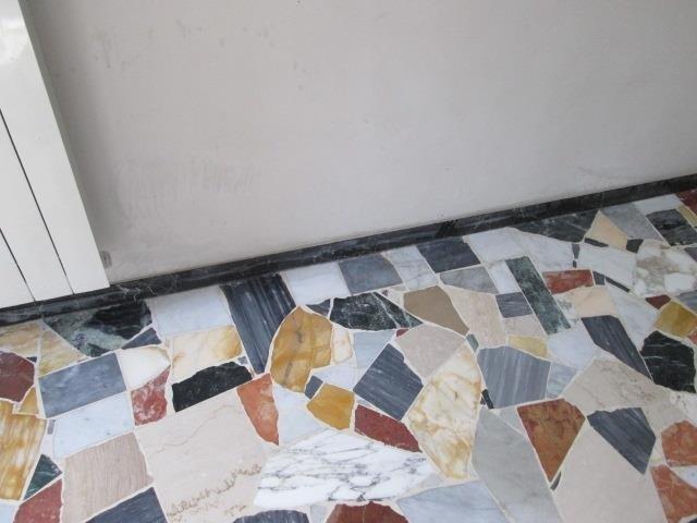 palladiana di marmo arlecchino lesionata da acido levigata stuccata lucidata piombata