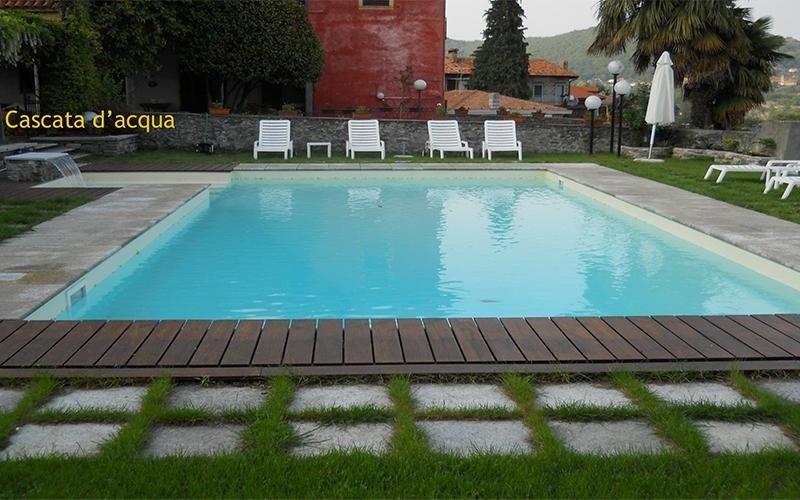 piscina con cascata