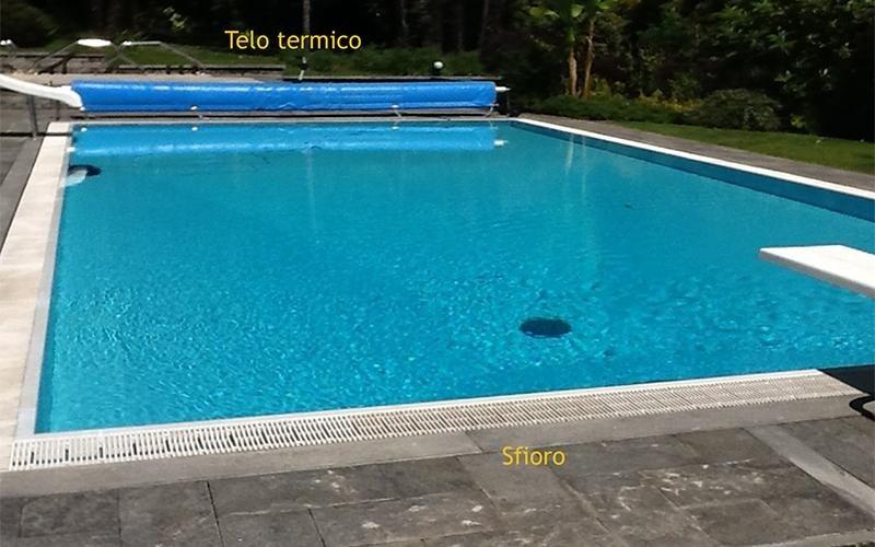 piscina a sfioro con telaio termico