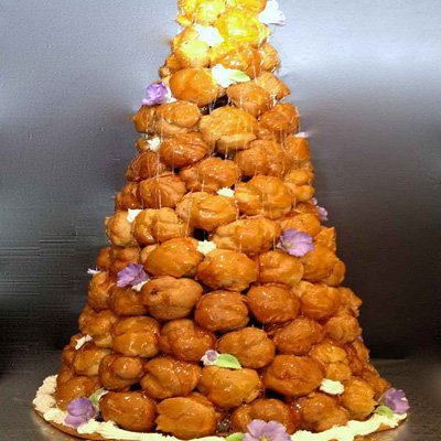 Toffee croquembouche tower with flowers