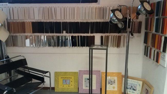 Vendita delle cornici al laboratorio angeli cornici e restauri
