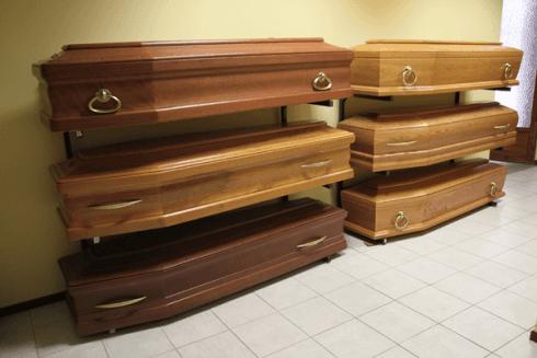 scleta di cofani funebri.