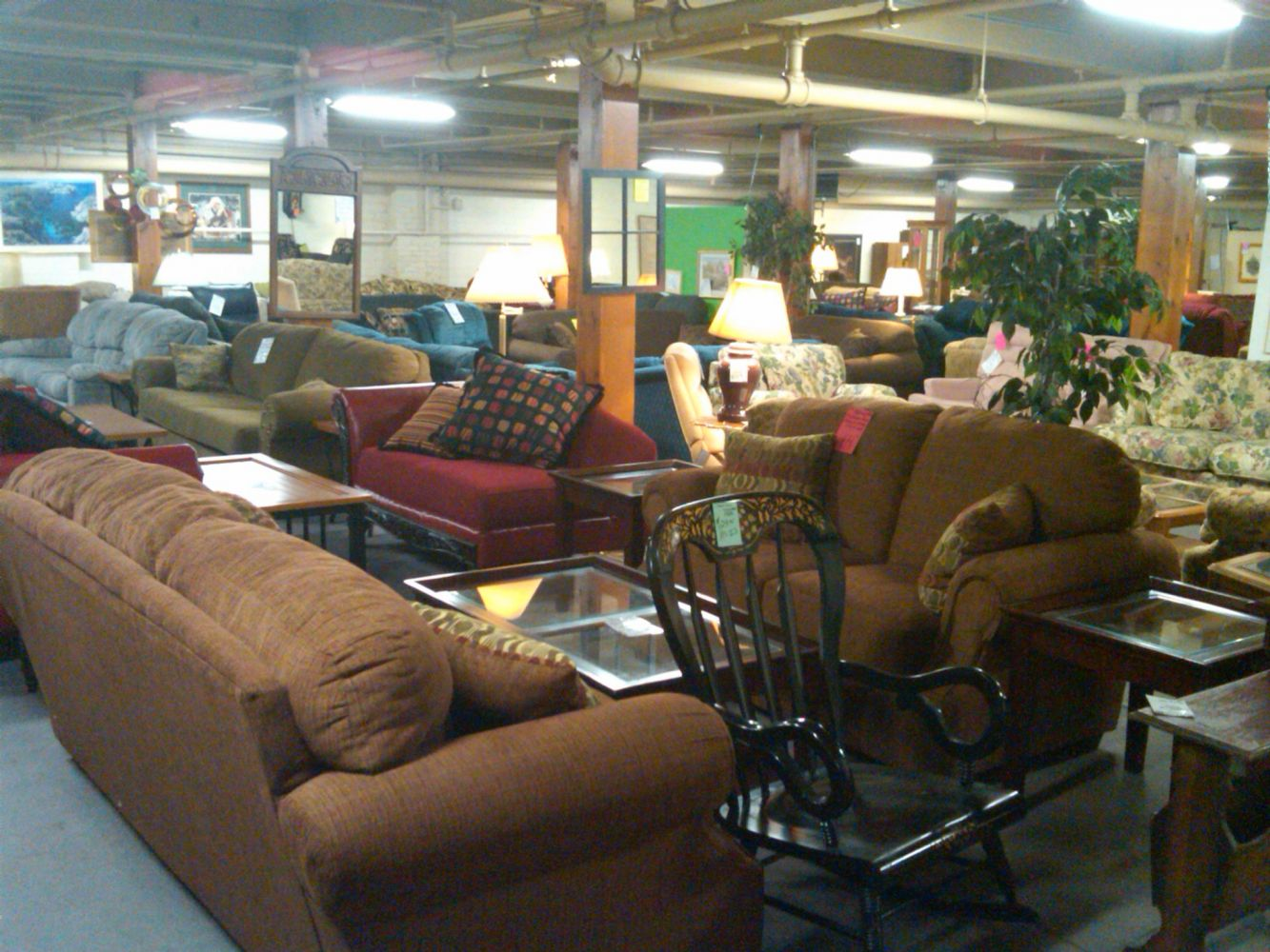 Large Furniture Showroom In Lincoln NE
