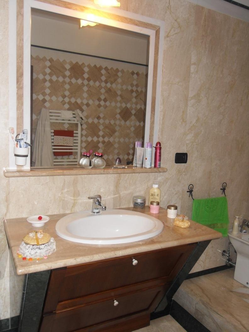 Top in marmo su misura per bagno