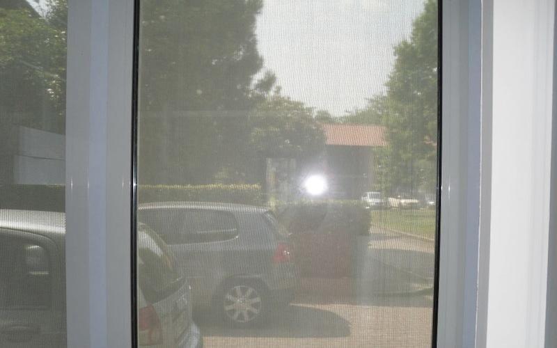 dettaglio finestre in metallo