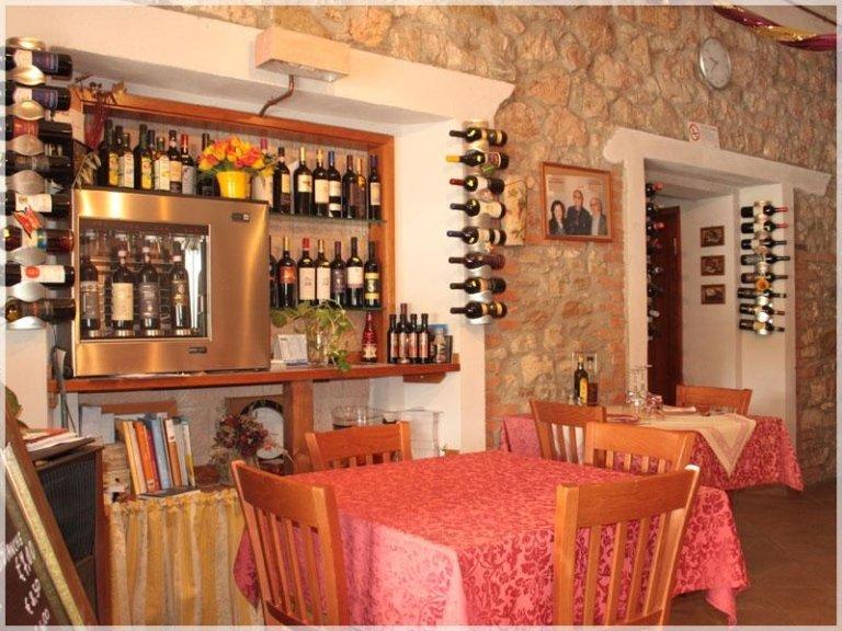 angolo dei vini locali