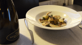 antipasti a base di pesce, insalata di polpo, salmone marinato agli agrumi
