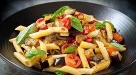 pasta alle verdure di stagione, pasta fredda con melanzane, pasta con podori pachino