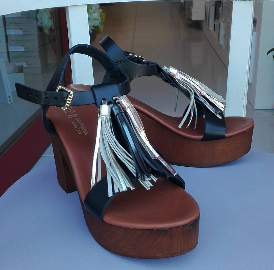 sandali con frangia