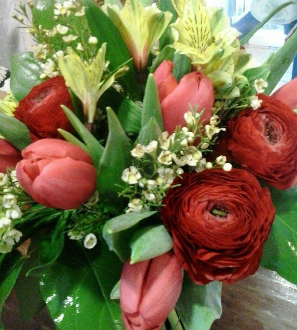 bouquet rosso, fiori freschi