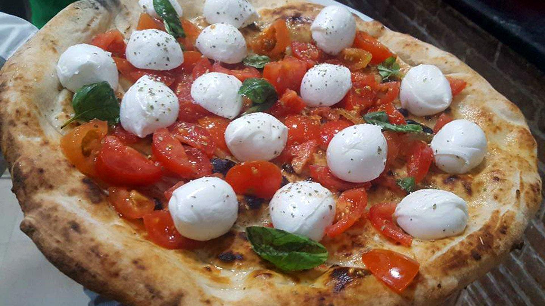 Pizza ciliegine di bufala e pomodorini del piennolo - Ristorante Pizzeria 081 - Nola, Napoli