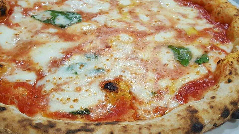 Pizza Margherita - Ristorante Pizzeria 081 - Nola, Napoli