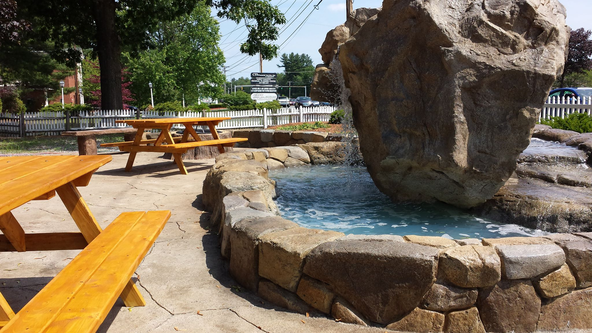 Bentley's Roast Beef exterior seating and water feature