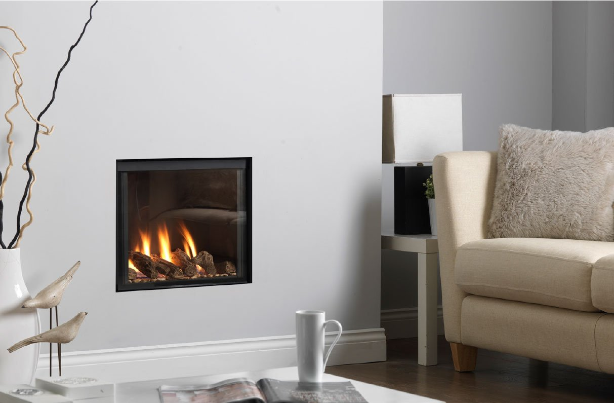 Gas fire mounted in the wall