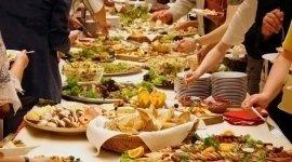 Staff preparato, mangiare, catering, prodotti di ala qualità, friuli