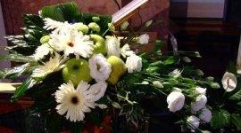 addobbi con fiori e frutta