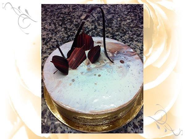 decorazioni dolci fatte a mano, dacquoise agli agrumi, nocciole cristallizzate, cremoso al limone, mousse al cioccolato al latte