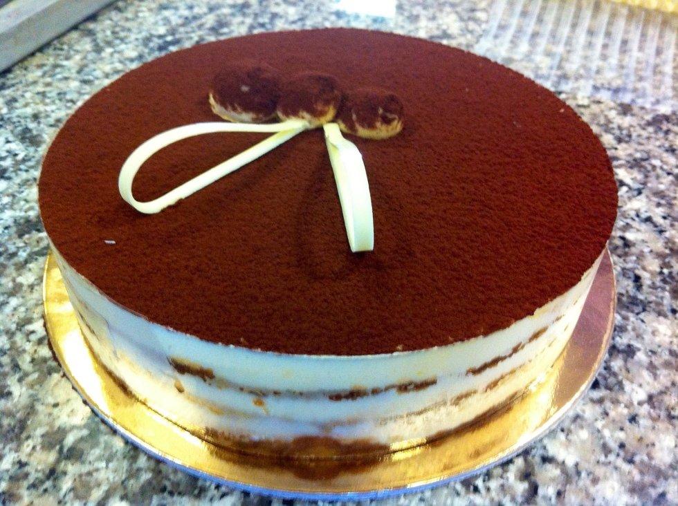 torta con cioccolato e frutta