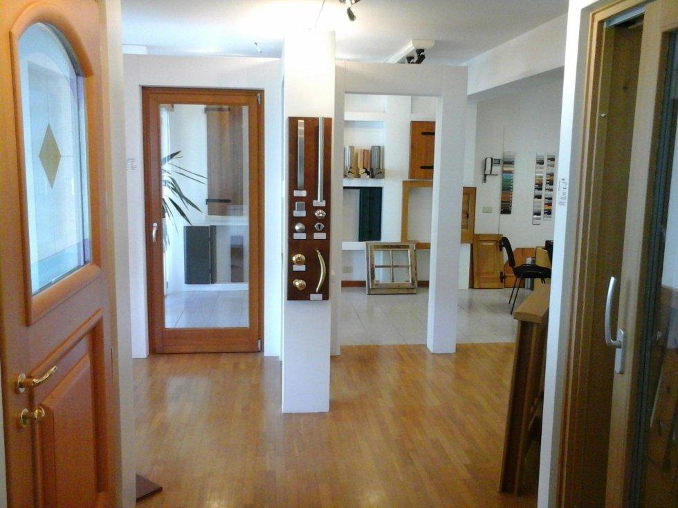 showroom serramenti legno