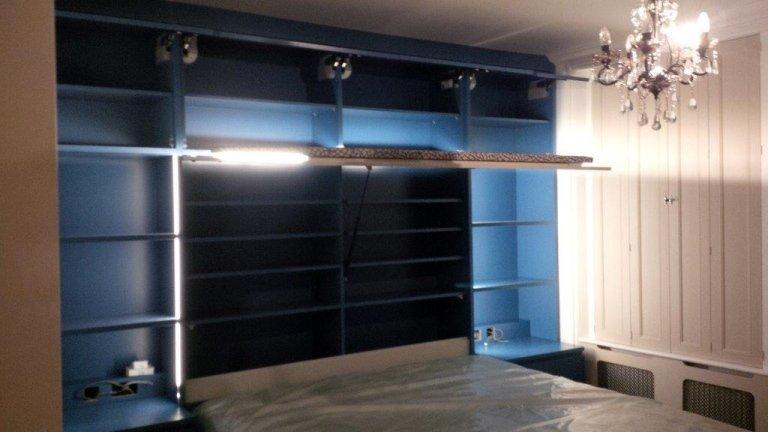 libreria con letto e luci incorporato