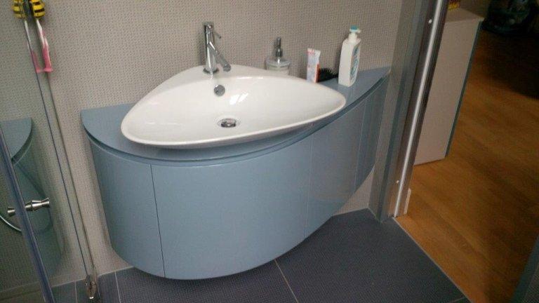 mobile per lavabo bagno curvo