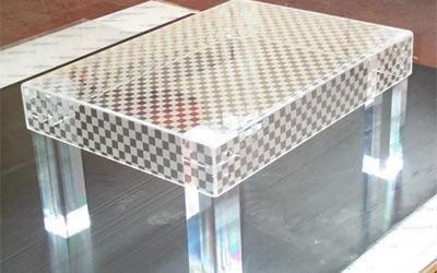 Tavolino basso in plastica