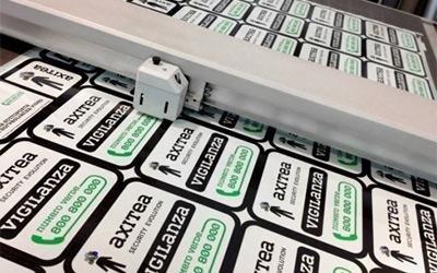 Taglio plotter adesivi