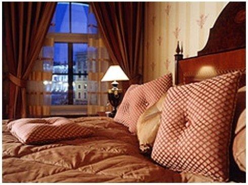 vista interna di un hotel con arredamenti