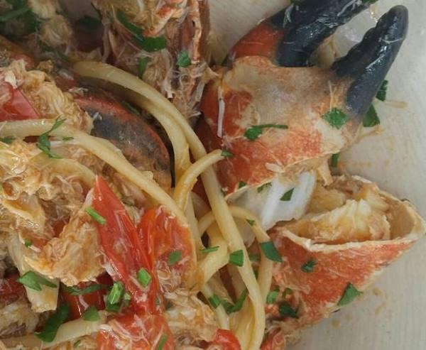 Piatto di spaghetti al granchio