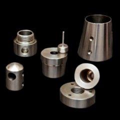 componenti industriali in acciaio