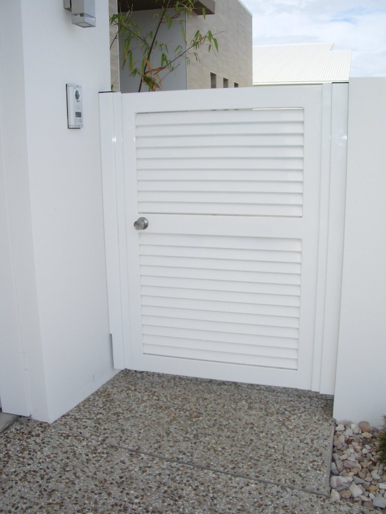 White custom aluminium palings