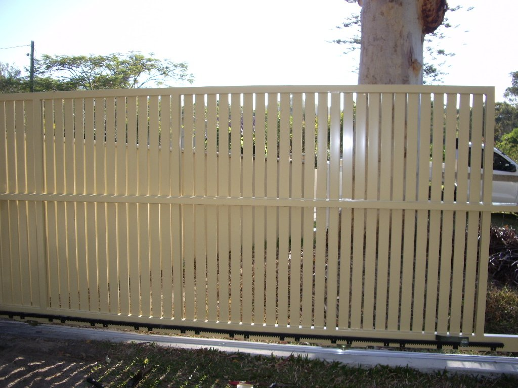 Cream White custom aluminium palings
