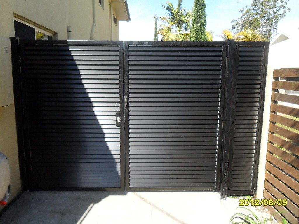 Large black custom aluminium palings