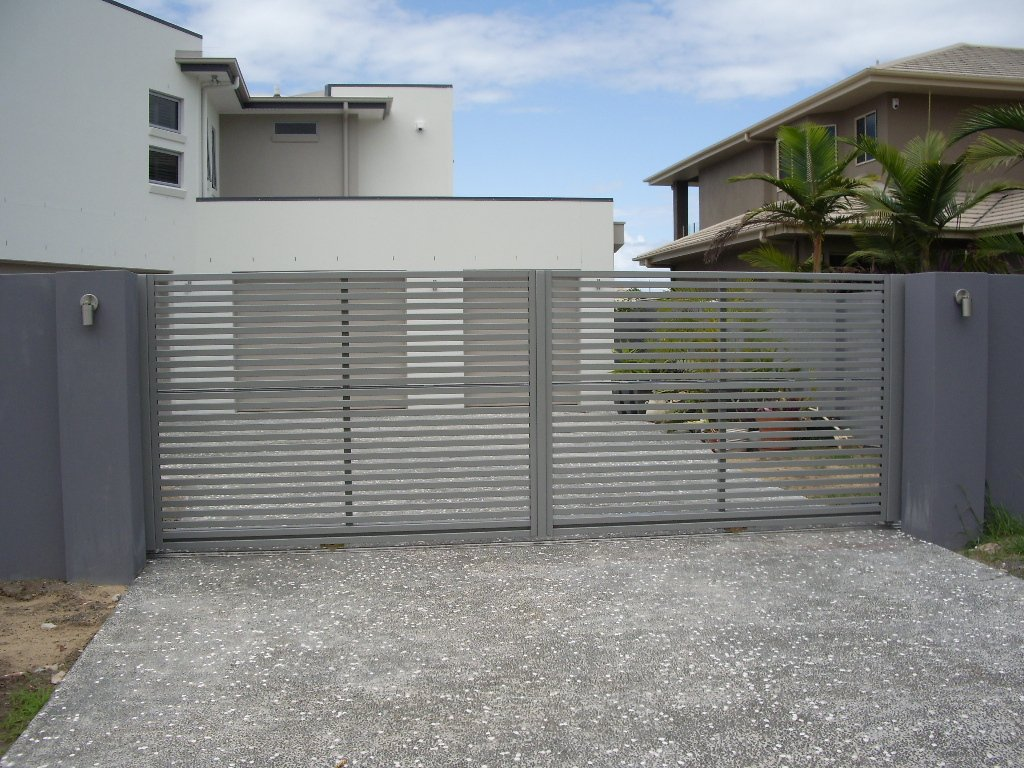 Grey custom aluminium palings