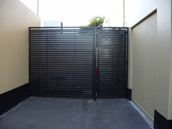 Black custom aluminium palings