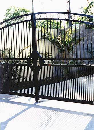 Black roll top gate